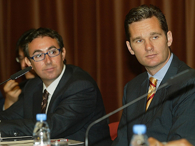 Urdangarin (dcha.) y su socio Torres, en 2004, en un acto de patrocinio en ESADE. | S. C.