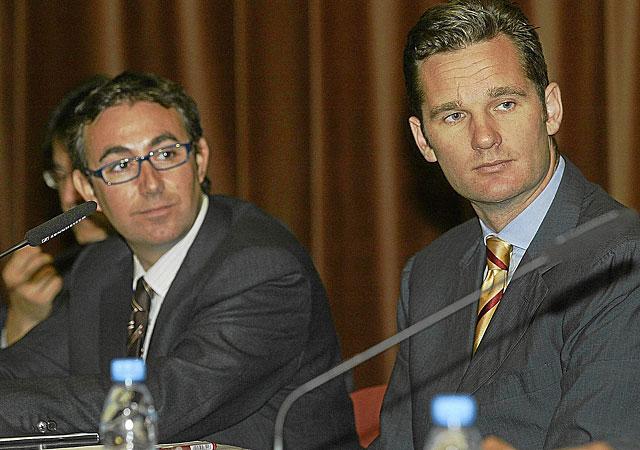 Iñaki Urdangarin y Diego Torres, en un acto en 2004. | Santi Cogolludo / Efe