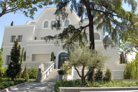 Palacete rehabilitado en El Viso que alberga un singular ático en venta. | ELMUNDO.es