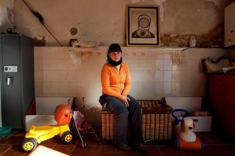 Emilia Soria, la madre indultada, en su casa de Requena. | Alberto Cuéllar