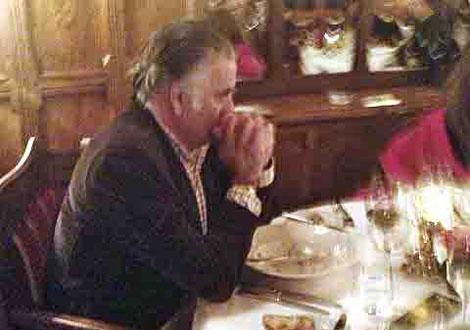 Bárcenas, cenando en un restaurante de lujo de Carcassonne en plena polémica. | EL MUNDO