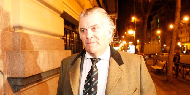 El ex tesorero del Partido Popular, esta noche, a la entrada de su domicilio en Madrid.