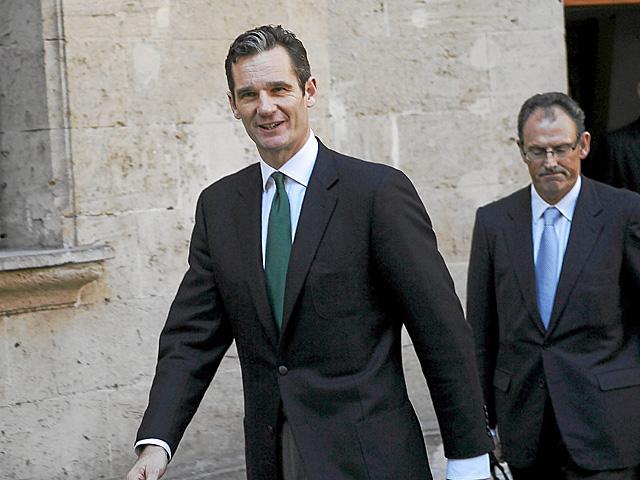 Iñaki Urdangarin y su abogado, Mario Pascual Vives, en los juzgados de Palma. | Cati Cladera