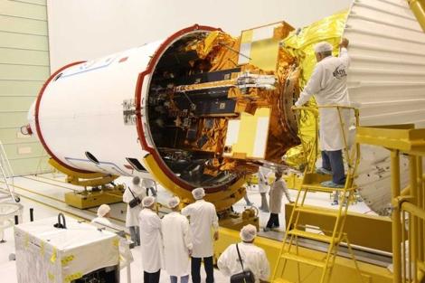 El satélite MetOp-B, antes de su lanzamiento, en septiembre de 2012.  ESA