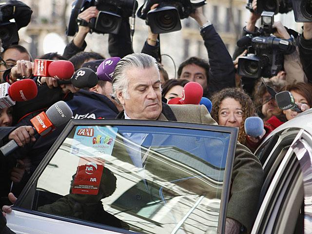 Luis Bárcenas, tras declarar ayer en la Fiscalía Anticorrupción.   Paul Hanna / Reuters