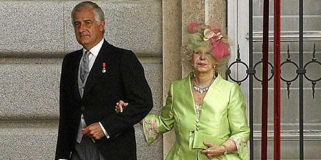 Alfonso Martínez de Irujo y la Duquesa de Alba, en la boda de los Príncipes de Asturias. | EM