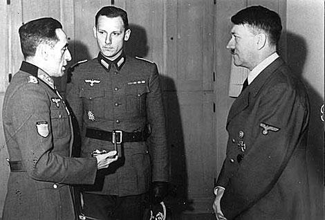 Adolf Hitler se entrevista con Muñoz Grandes, a cuyo mando estaba la División Azul.