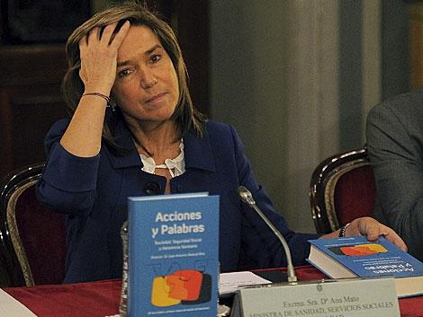 La ministra de Sanidad, Ana Mato, ayer en una presentación, donde evitó habló. | Gonzalo Arroyo