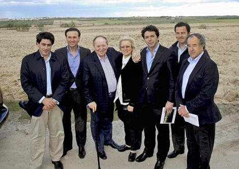 Imagen de Adelson y sus 'hombres', en mayo de 2012 en Alcorcón.
