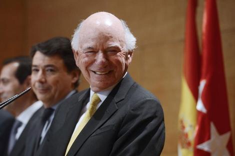 Michael Leven, junto a Ignacio González, en la rueda de prensa de hoy. | B. Díaz