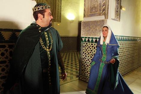Pedro I y María de Padilla, en una de las estancias del Real Alcázar durante la visita.   C. Márquez