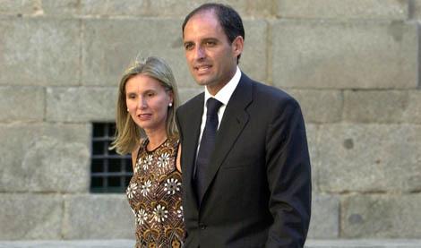 Cuota valenciana: Camps y su esposa.