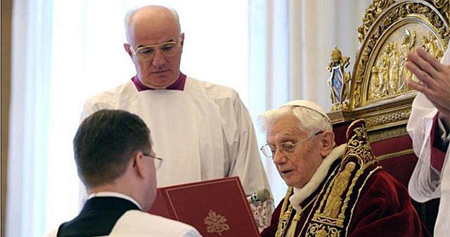papa Benedicto XVI hablando durante el Consistorio de cardenales.| Efe