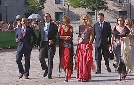 Francisco Correa (2º izda) junto a 'El Bigotes' en la boda de El Escorial.