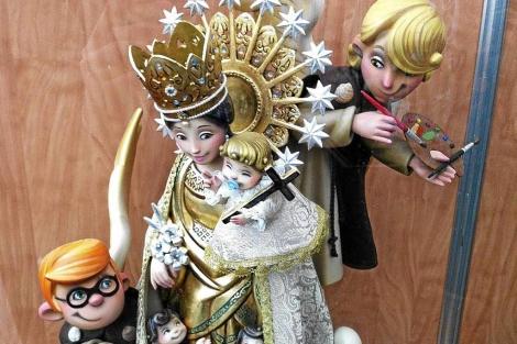 Detalle del ninot de la Virgen, indultado por la alcaldesa.