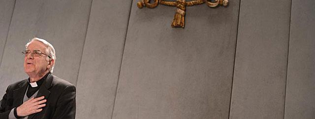 El portavoz de la Santa Sede, Federico Lombardi, habla del marcapasos del Papa. | Afp
