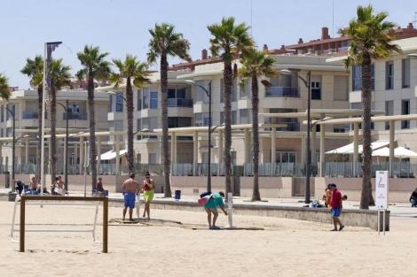 Viviendas a pie de playa en la costa valenciana.   Benito Pajares