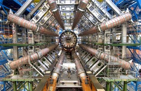 Interior de uno de los detectores de partículas del LHC.| CERN