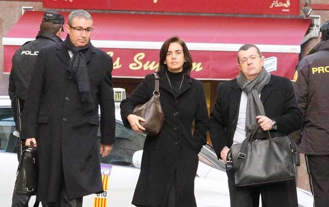 Torres, su mujer y su abogado a su llegada hoy a los Juzgados de Palma.   C. Forteza