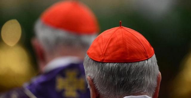 Cardenales en una misa oficiada por Benedicto XVI. | Afp