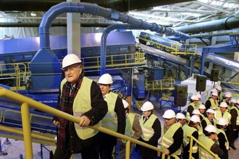 El alcalde de Bilbao, Iñaki Azkuna, visita este lunes las nuevas instalaciones. | Efe