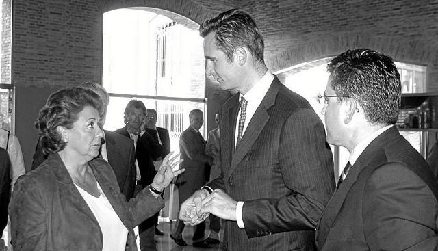 Rita Barberá charla con Iñaki Urdangarin en un acto en Valencia en 2005.