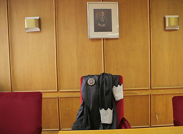 Una toga en una silla durante la huelga de jueces en 2009, el único precedente hasta ahora. | Óscar Monzón