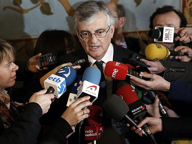 Torres-Dulce atiende a los medios de comunicación en Pamplona. | Jesús Diges / Efe