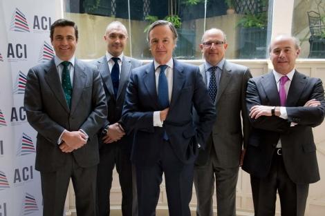 Imagen histórica de los responsables de las principales consultoras españolas, con Ricardo Martí Fluxá, presidente de ACI, al frente. | E. M.