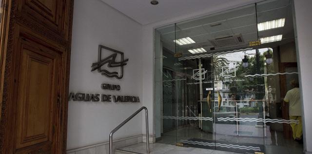 Entrada principal a la sede de Aguas de Valencia. | Benito Pajares