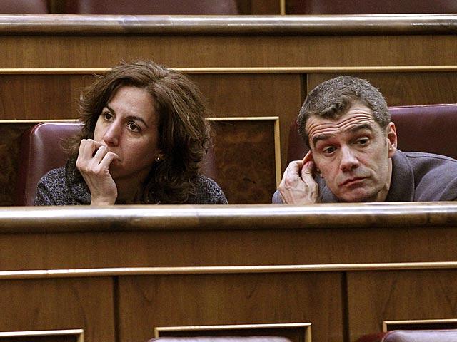 Irene Lozano y Toni Cantó, diputados de UPyD, durante el pleno de hoy en el Congreso. | Zipi / Efe
