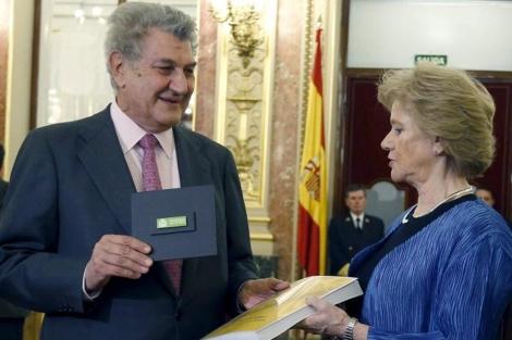 La Defensora del Pueblo, Soledad Becerril, entrega su informe anual en el Congreso. | Efe