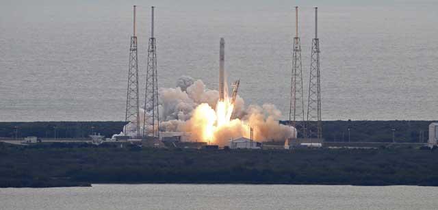 Lanzamiento de la cápsula Dragon desde la base de Cabo Cañaveral. | Reuters