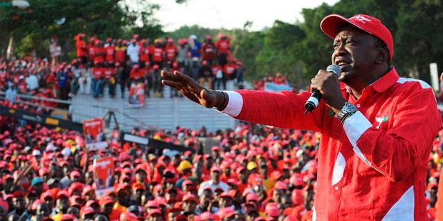 Kenyatta, en un acto electoral en Nairobi. | Afp