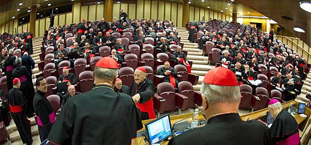 Foto cedida por Osservatore Romano que muestra una vista general de la primera congregación de cardenales.  Efe