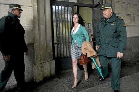 La juez Mercedes Alaya sale del edificio de los juzgados de Sevilla, esta semana. | J. Morón