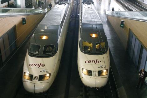 Dos trenes AVE estacionados en la terminal de Córdoba. | M.Cubero