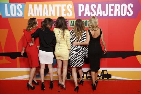 Las actrices de 'Los amantes pasajeros', durante su presentación. | Efe