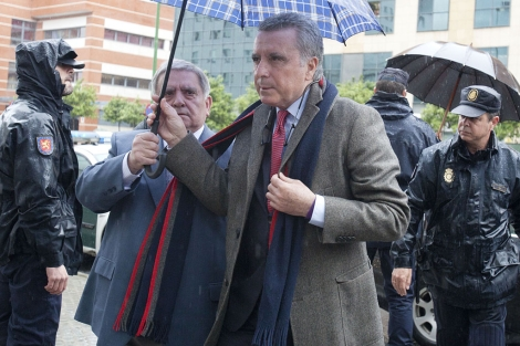 El ex torero Ortega Cano, a su llegada a los juzgados sevillano. | Conchitina