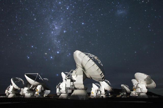 Algunas de las antenas del observatorio ALMA, en el desierto chileno de Atacama.   ESO