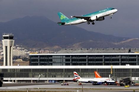 Despegue de aviones en el aeropuerto de Málaga. | Carlos Díaz.