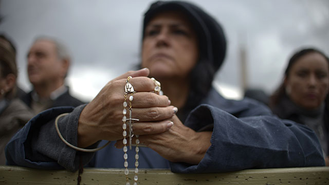 Fieles en San Pedro. | AFP