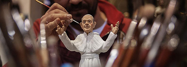 Una de las primeras figuras que se están haciendo ya del Papa Francisco.   Afp