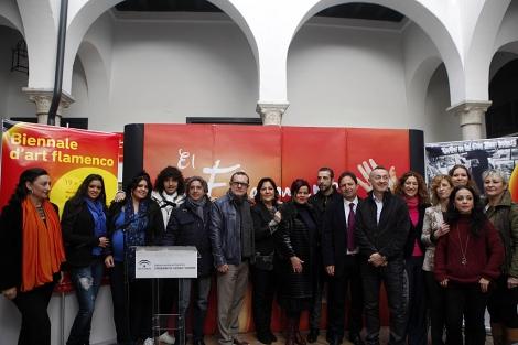 Los artistas y organizadores, en la presentación de la I Bienal de Flamenco de París. | J. Morón