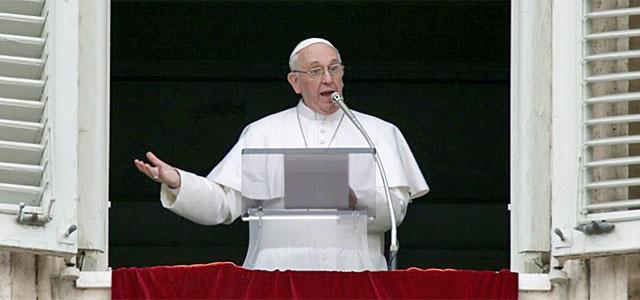 El Papa, durante su primer Ángelus.