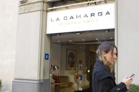 Entrada al restaurante barcelonés La Camarga. | Efe