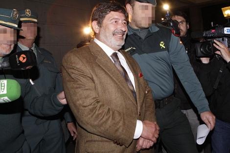 Francisco Javier Guerrero, al poco de acceder al furgón de la Guardia Civil. | Diego L.