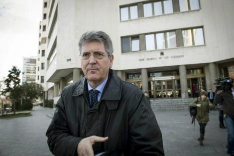 Emilio Monteagudo saliendo de los juzgados.   Efe.