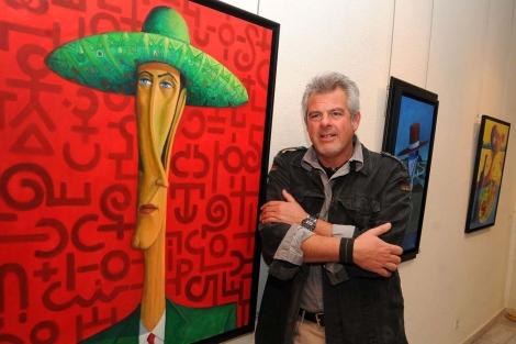 Andrés Mérida junto a una de sus obras. | Nacho Alcalá