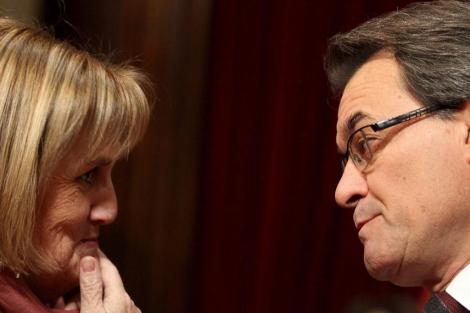 De Gispert conversa con Mas en el Parlament.   Quique García   Afp